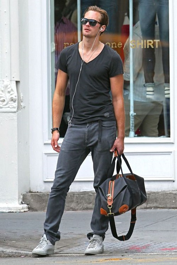 08-10-11 New York City, NY Actor Alexander Skarsgard heads back to his hotel after working out at a gym in Soho in New York City, NY... Non-Exclusive Pix by Flynet ©2011 818-307-4813 Nicolas