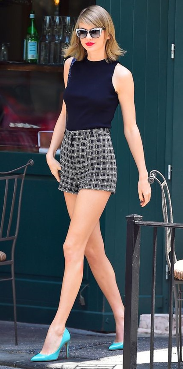 Celebrity Fashion Style Outfits62-Taylor Swift in high-waisted shorts and a navy top