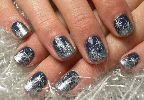 Simple Winter Nail art Ideas for Short Nails (29)