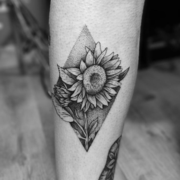Flower Tattoo Designs for Women (23)