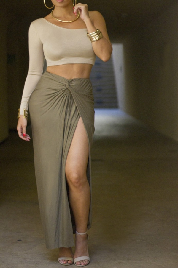 Flattering Skirt Outfits Ideas 10-oliveknotskirt