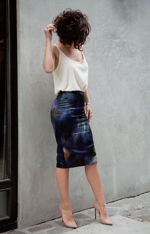 Flattering Skirt Outfits Ideas 21