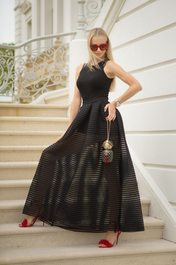 Flattering Skirt Outfits Ideas 30. A-line sheer maxi skirt