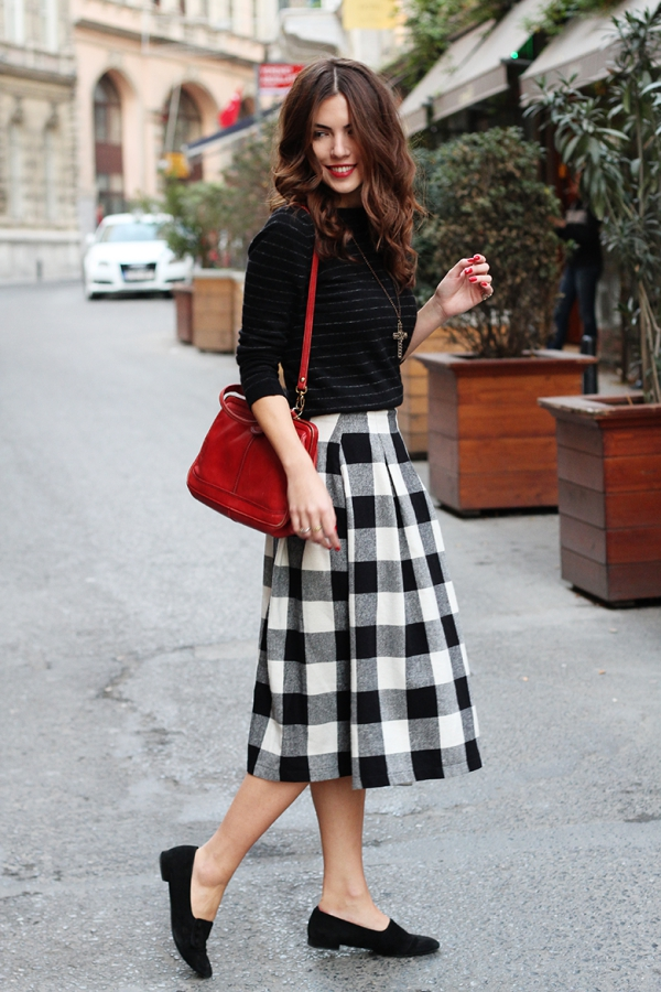 Flattering Skirt Outfits Ideas 37. Check Skirt