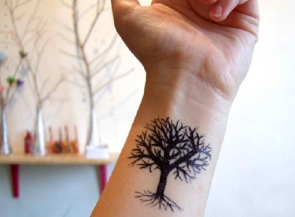 101 small tree tattoo designs that re equally meaningful cute rh galknows com bare tree with roots tattoo bare tree branch tattoo